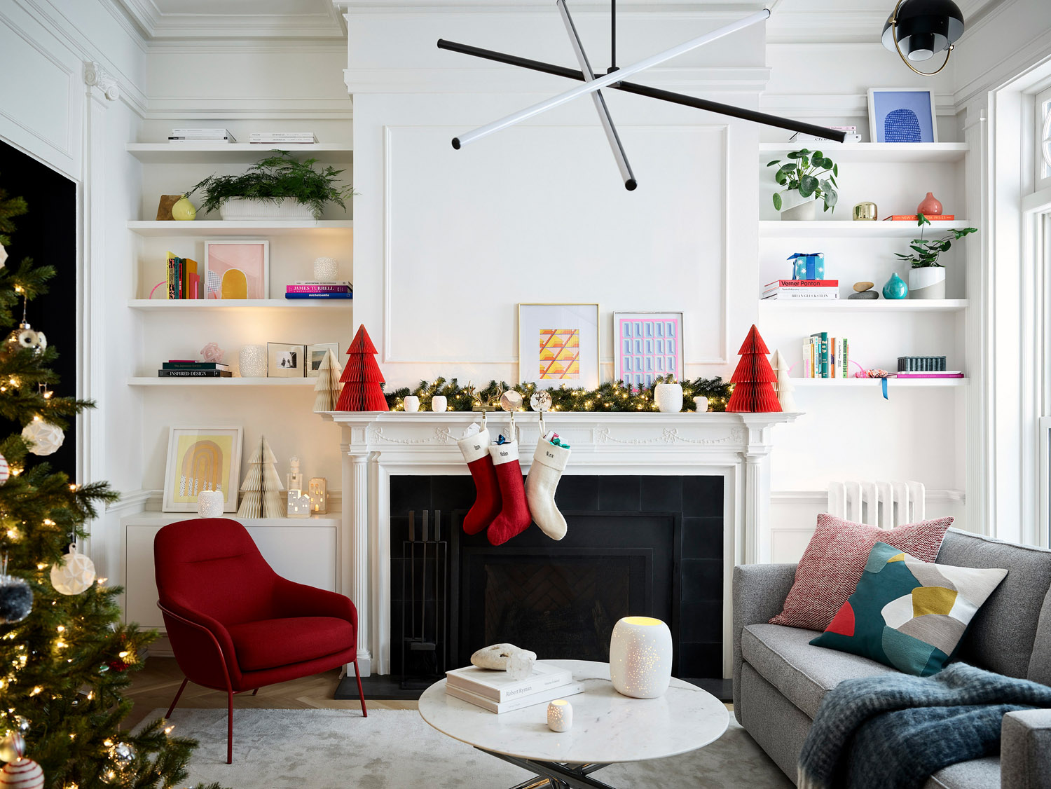 Maxwell Tielman - Colorful Modern Holiday In A Pre-War Brooklyn Brownstone